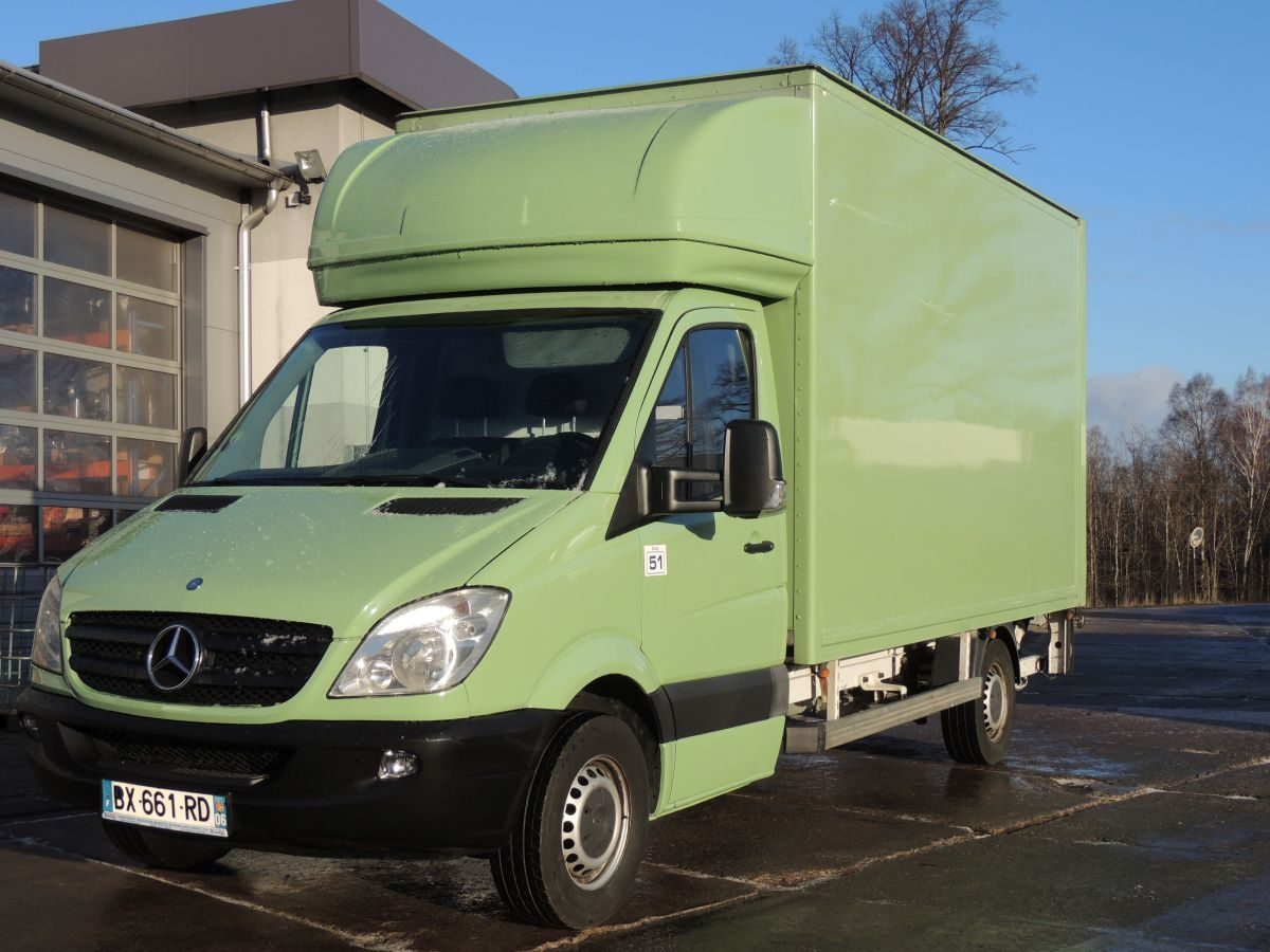 Mercedes-Benz Sprinter 311CDI 2011 год, Контейнер + лифт DHOLLANDIA